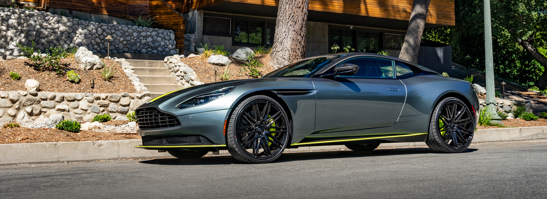 Lionhart LH-Five Tires Aston Martin DB11